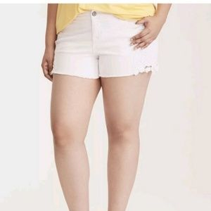 NWT Torrid White Jean's Shorts w/Laser Embroidery